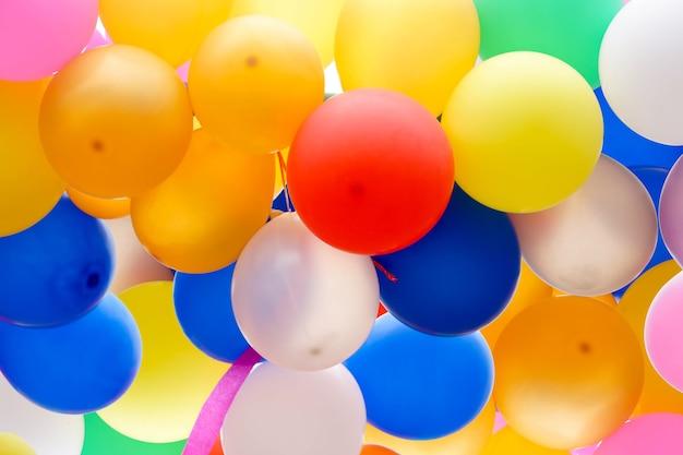 Arrière-plan et fond de ballon de fête coloré