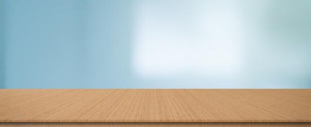 Arrière-plan de luxe intérieur flou avec table en bois