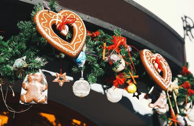 Arrière-plan avec des pains d'épice au marché de noël de cesky krumlov république tchèque europe