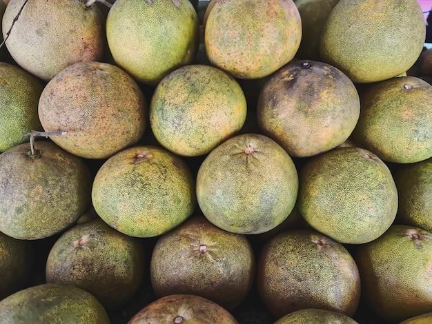 Arrière-plan plein cadre de tas de fruits de pomelo frais à vendre