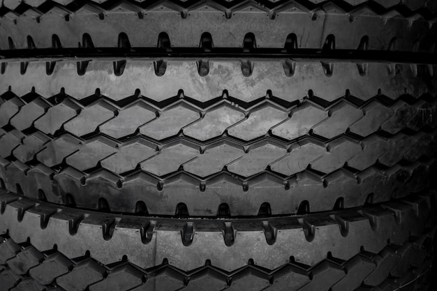 L'arrière-plan et la texture des gros pneus.