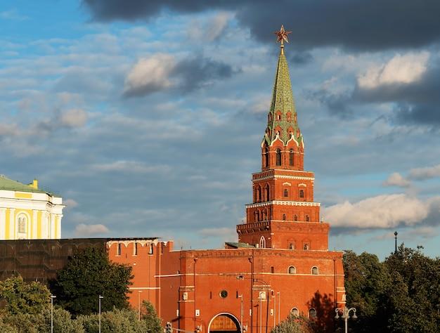 Arrière-plan de la tour du kremlin de moscou russe