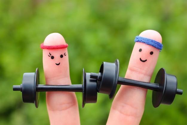 Art des doigts d'un couple heureux. concept d'hommes et de femmes dans le sport.