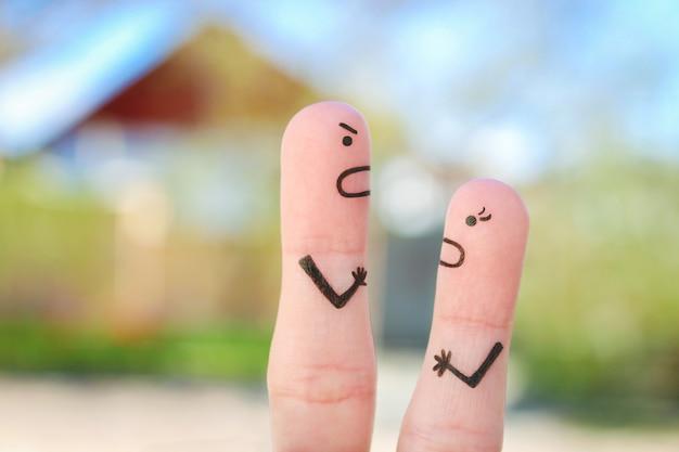Art des doigts du couple pendant la querelle.
