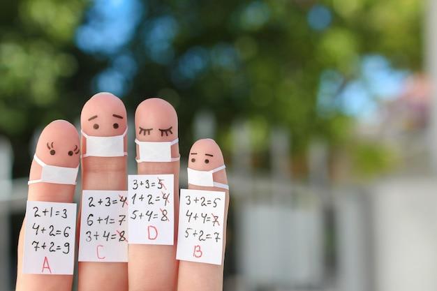 Art des doigts des gens. étudiants de concept en masque médical de covid-2019.