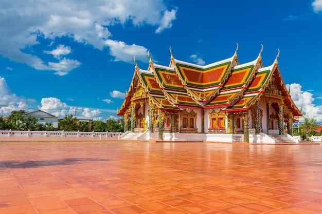 Art du temple thaïlandais décoré dans une église bouddhiste, pavillon du temple, salle du temple, maison des moines