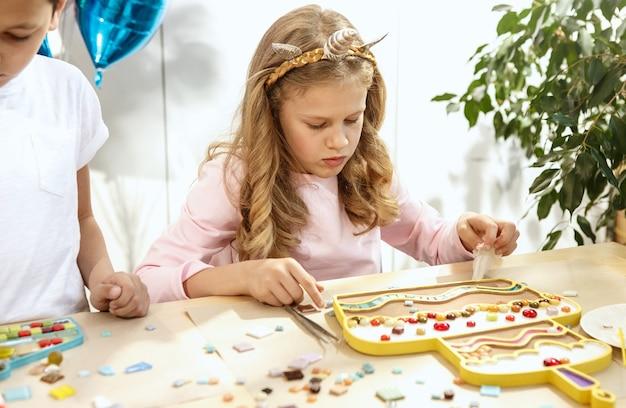 Art de puzzle en mosaïque pour enfants, jeu créatif pour enfants.