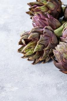 Artichauts violets non cuits