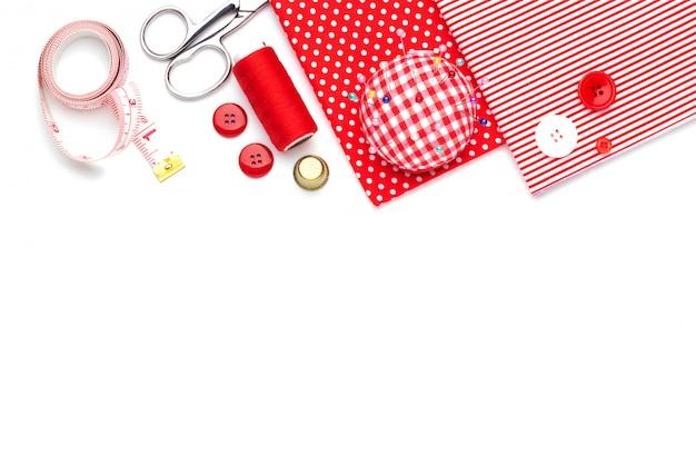 Articles de couture rouges