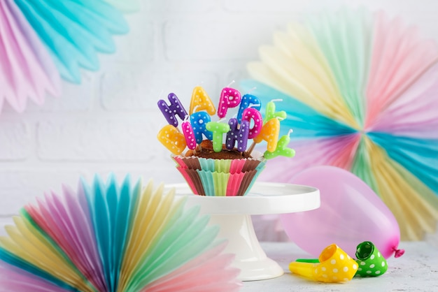 Articles de fête d'anniversaire et cupcake