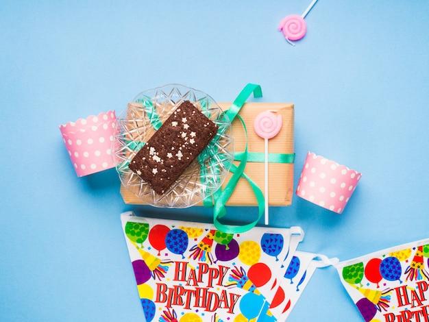 Articles de fête joyeux anniversaire plat poser