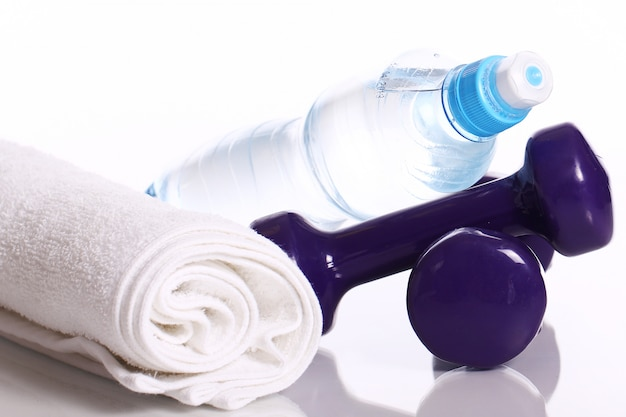 Articles de fitness sur blanc