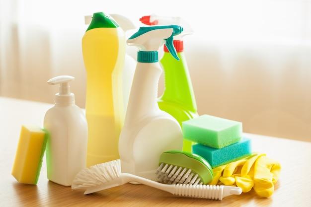 Articles de nettoyage ménage spray brosse éponge gant
