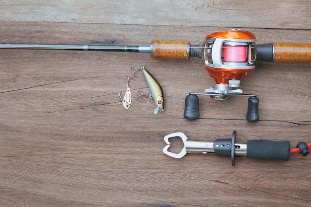 Articles de pêche - baitcasting reel, préhenseur et lureon en bois fond