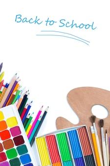 Articles pour la créativité des enfants sur fond blanc