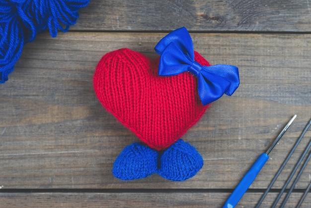 Artisanat au crochet fait à la main, jouets amigurumi tricotés.