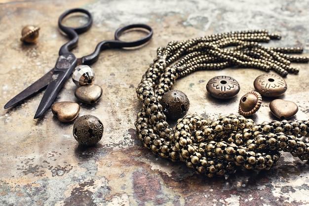 Artisanat rétro à partir de perles.