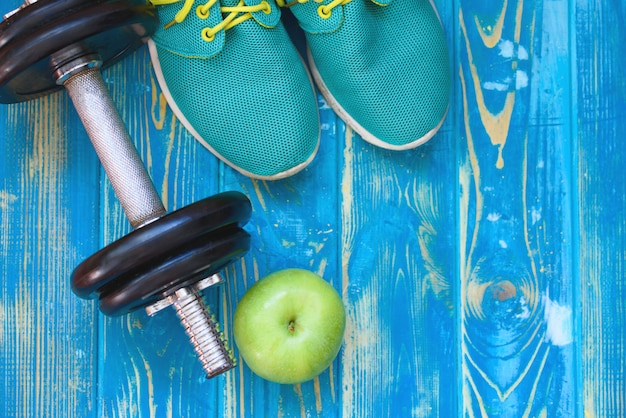 Artisanat de sport, haltères, eau potable