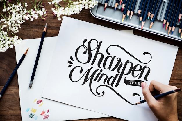 Un artiste créant des illustrations à la main