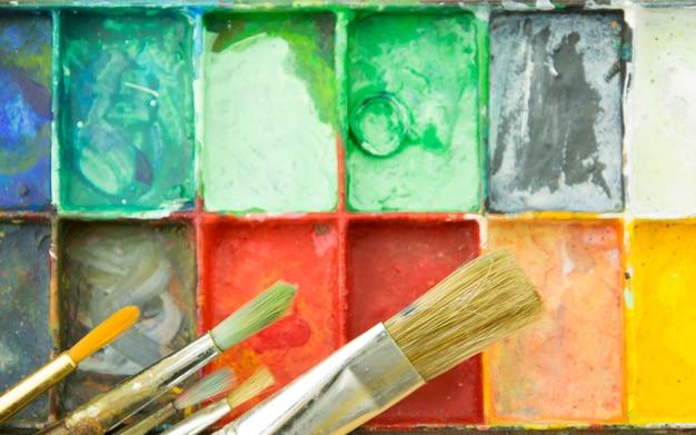 Artiste pinceaux et palette.