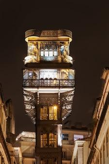 L'ascenseur de santa justa aussi appelé carmo lift est un ascenseur à lisbonne