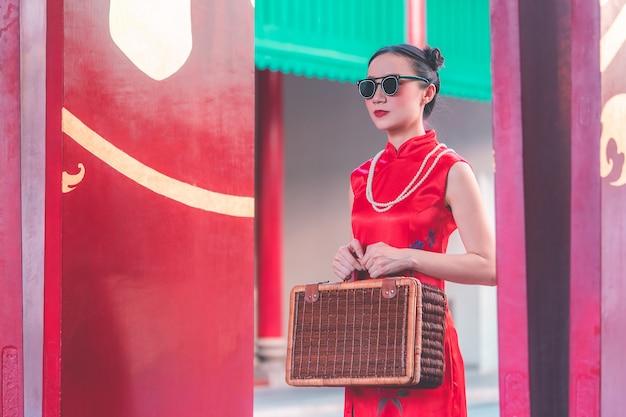 Asiat chinoise avec concept de voyage asiatique vintage de bagages en bois