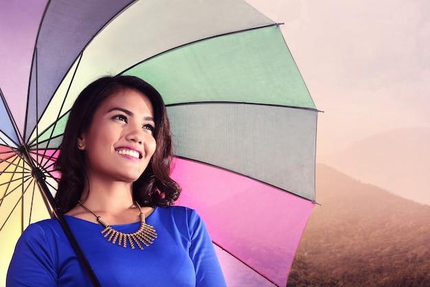Asiatique, femme, parapluie, sourire