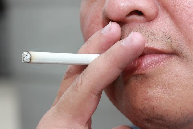 Asiatiques, type, fumée
