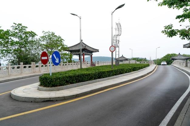 Asphalte des bâtiments urbains et des routes