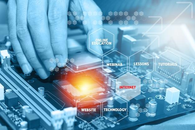 Assemblage d'un ordinateur personnel haute performance. concept d'éducation en ligne