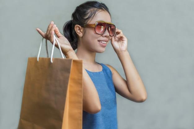Assez heureux de faire du shopping.