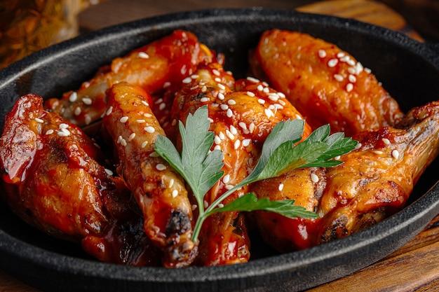 Assiette d'ailes frites à la sauce teriyaki