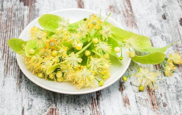Assiette aux fleurs de tilleul