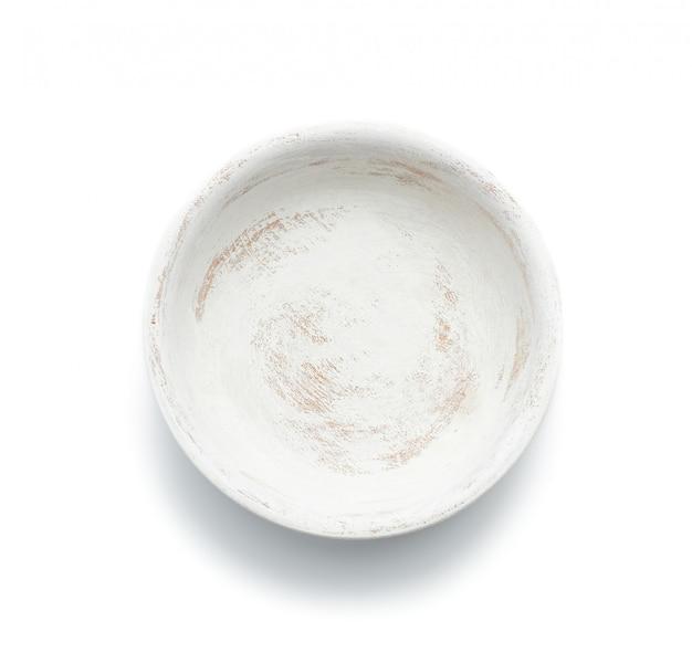 Assiette en bois ronde vide isolé sur fond blanc