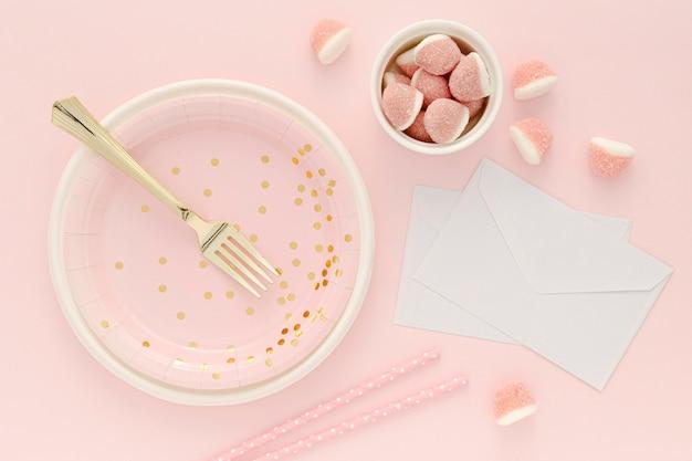 Assiette et bol en plastique avec gelée