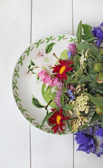 Assiette de bouquet de fleurs