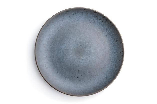 Assiette en céramique bleue vide isolée sur fond blanc. vue de dessus, mise à plat,