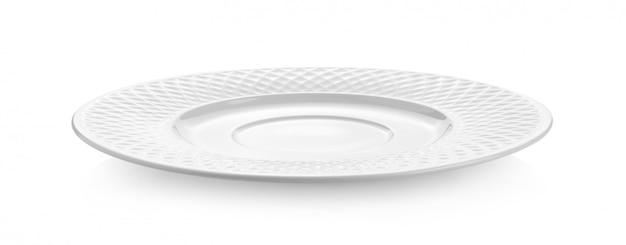 Assiette en céramique vide sur blanc
