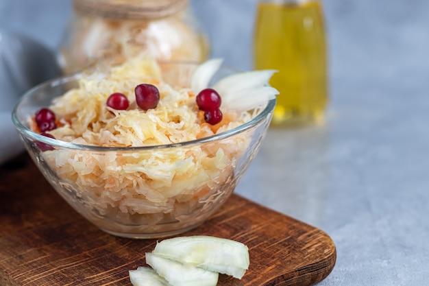 Une assiette à la choucroute. c'est un produit fermenté sain.