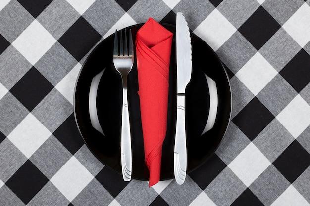 Assiette, fourchette et couteau
