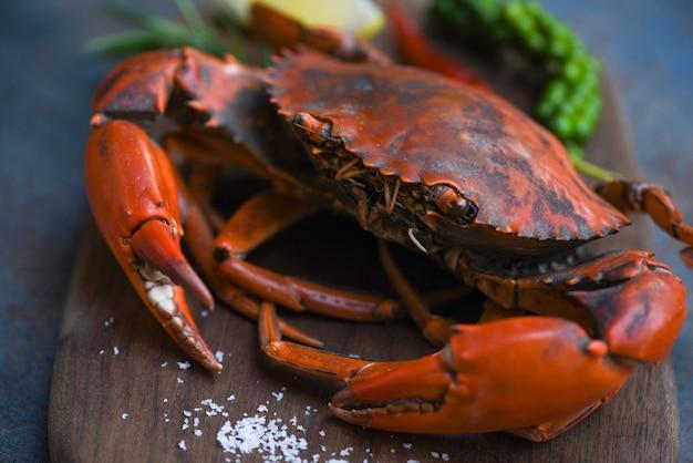 Assiette de fruits de mer crustacés au crabe fumant