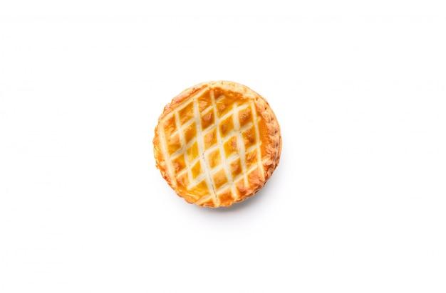 Assiette de nourriture tarte pain sur blanc isolé