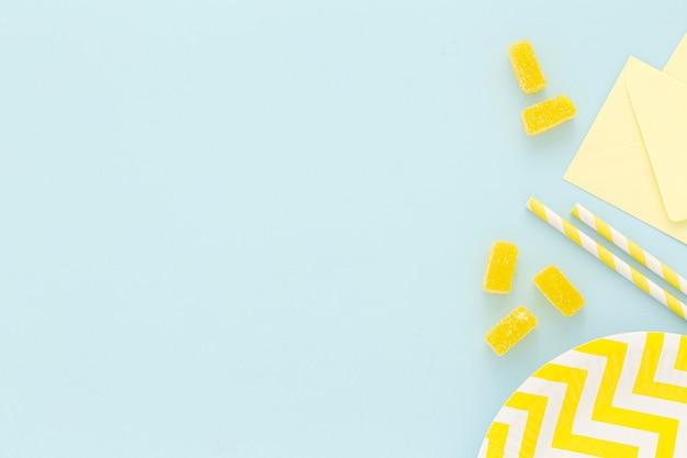 Assiette en plastique avec des bonbons
