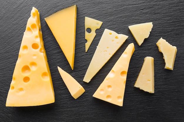 Assiette plate de fromage emmental