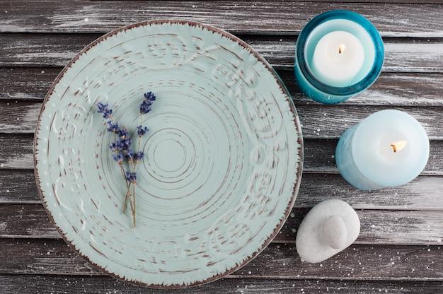Assiette en porcelaine vintage bleue