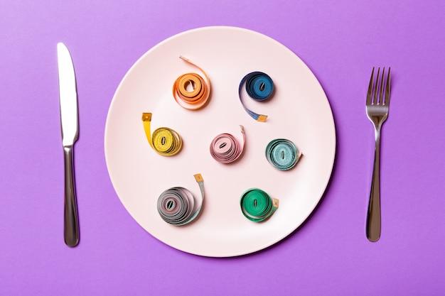 Assiette ronde avec ruban à mesurer
