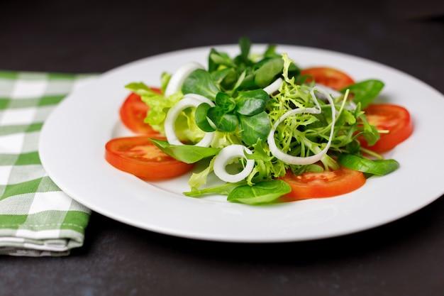 Assiette de salade mixte