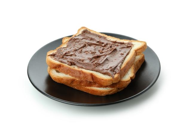 Assiette avec sandwich à la pâte de chocolat isolé sur fond blanc