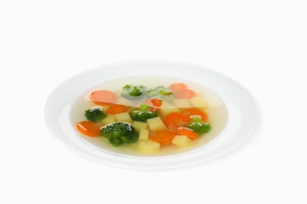 Assiette avec soupe isolé sur blanc