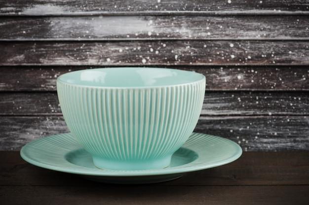 Assiette et tasse en porcelaine vintage bleue